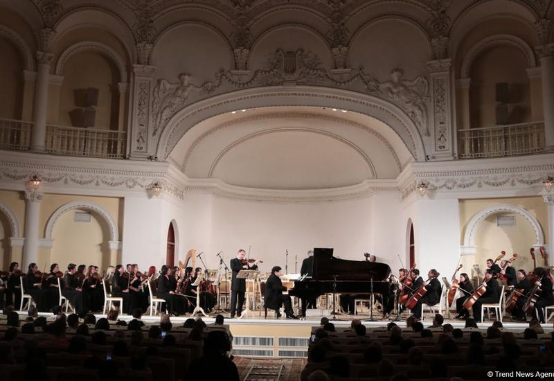 Виртуозы Азербайджана и Чехии выступили в Филармонии