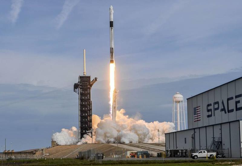 SpaceX будет доставлять на орбиту космических туристов