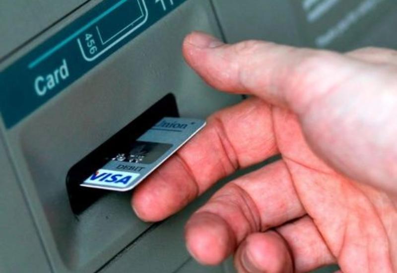 В Азербайджане продлено использование банковских карт с истекшим сроком действия