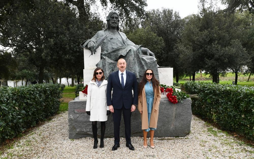 Президент Ильхам Алиев и Первая леди Мехрибан Алиева посетили в Риме памятник гениальному азербайджанскому поэту и мыслителю Низами Гянджеви