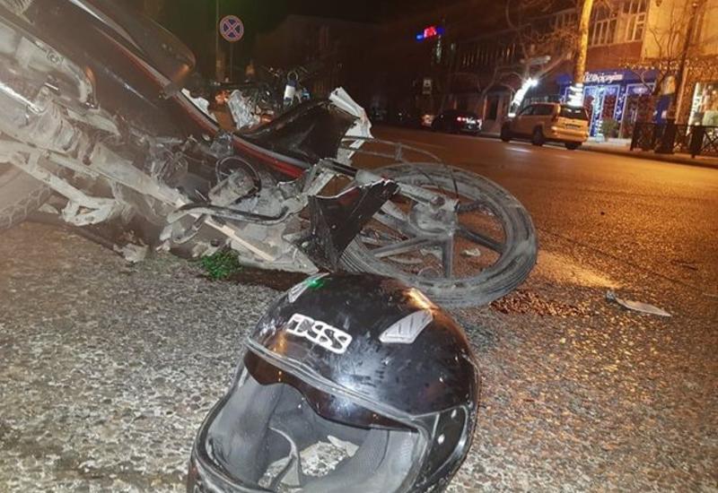 """В Баку мотоцикл врезался в грузовую """"Газель"""", есть пострадавшие"""
