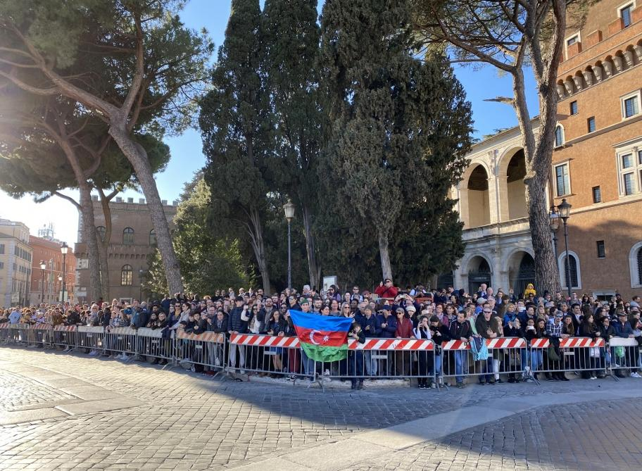 Президент Ильхам Алиев и Первая леди Мехрибан Алиева посетили в Риме памятник неизвестному солдату