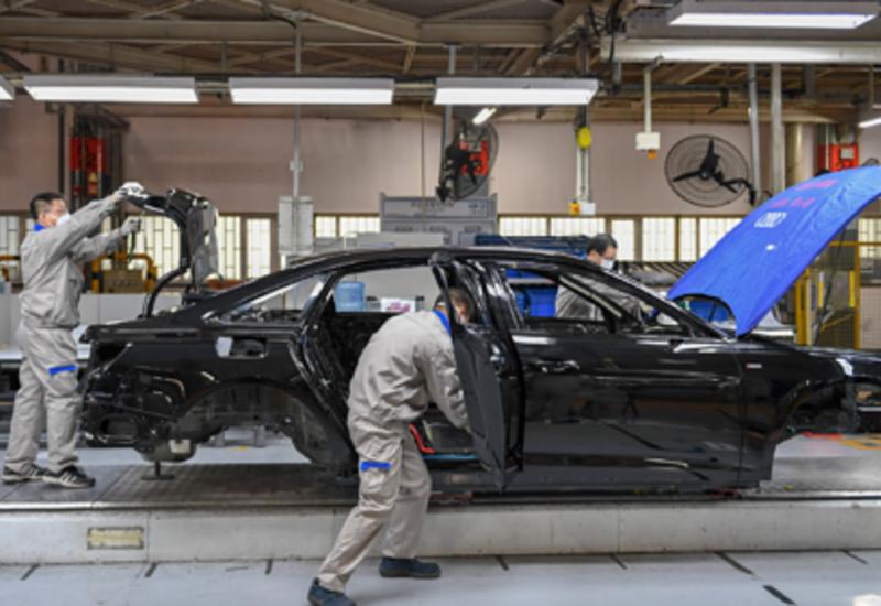 Китай начал бороться за звание «мировой фабрики»