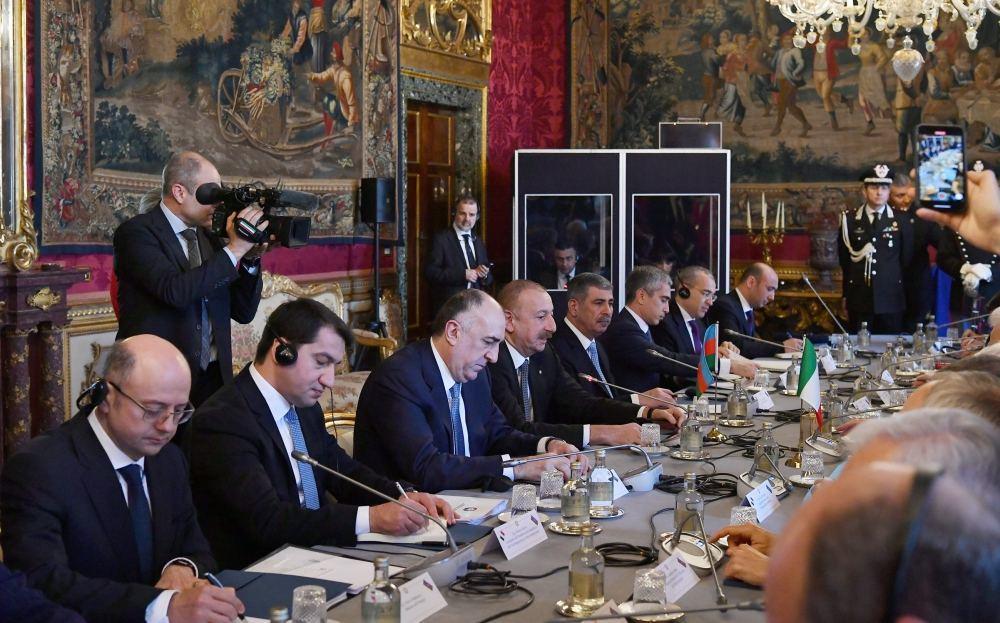 Состоялась встреча Президента Азербайджана Ильхама Алиева и Президента Италии Серджо Маттареллы в расширенном составе