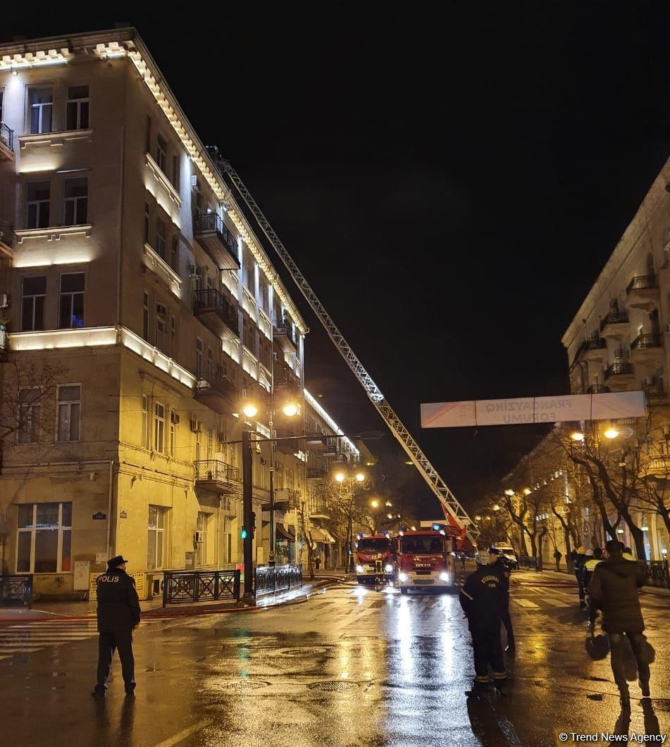 В центре Баку произошел пожар в жилом здании