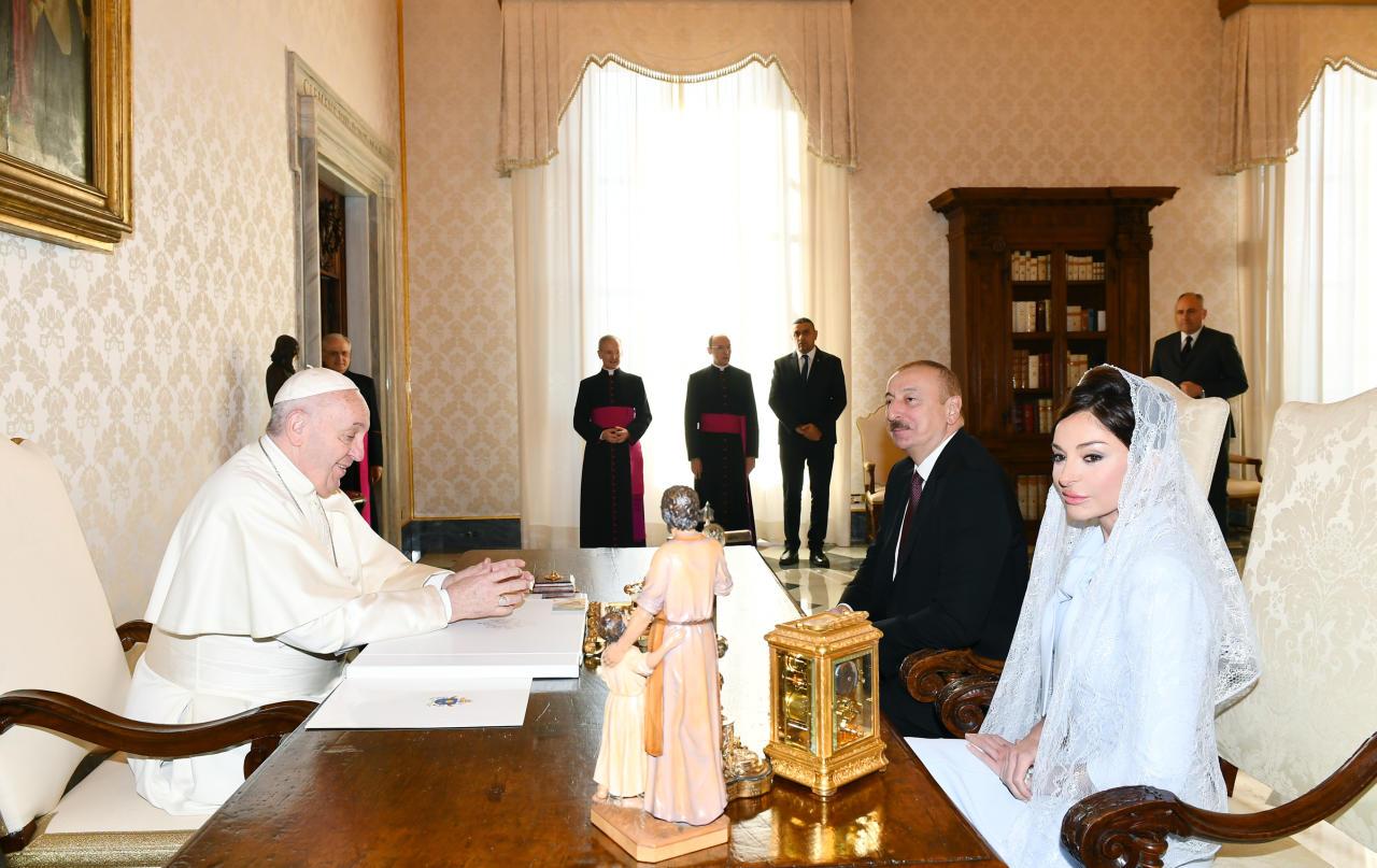 Президент Ильхам Алиев и Первая леди Мехрибан Алиева встретились в Ватикане с Папой Франциском