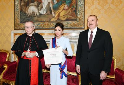 Первый вице-президент Азербайджана Мехрибан Алиева удостоена папского рыцарского ордена - ФОТО
