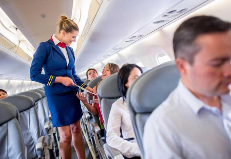 Стюардессы и пассажиры рассказали, как сделать авиаперелет приятнее