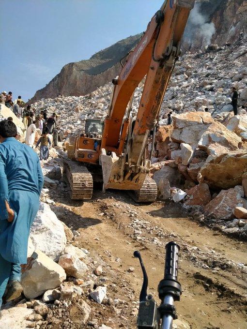Обрушение шахты в Пакистане: есть погибшие и раненые, под завалами десятки людей