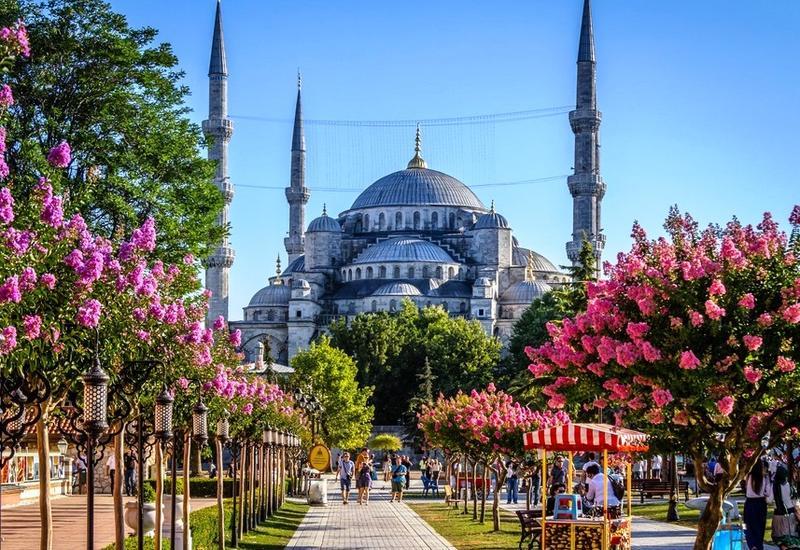 Азербайджанцы стали чаще посещать Турцию