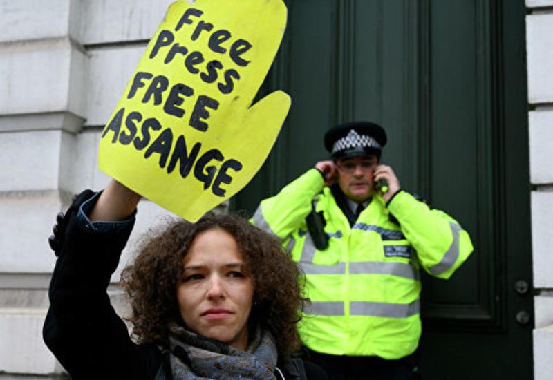 Защита Ассанжа оспорила обвинения в создании угрозы жизни источников