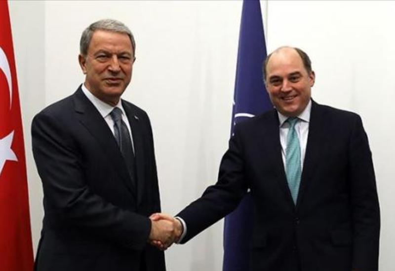 Главы минобороны Турции и Великобритании обсудили ситуацию в Идлибе