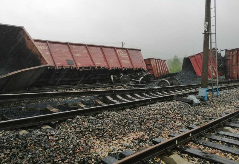В России с рельсов сошли 18 вагонов с углем