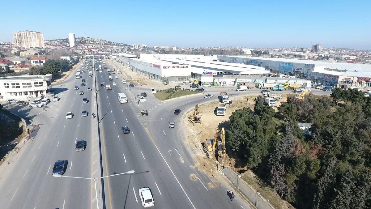 В Баку расширяется дорога на въезде в город