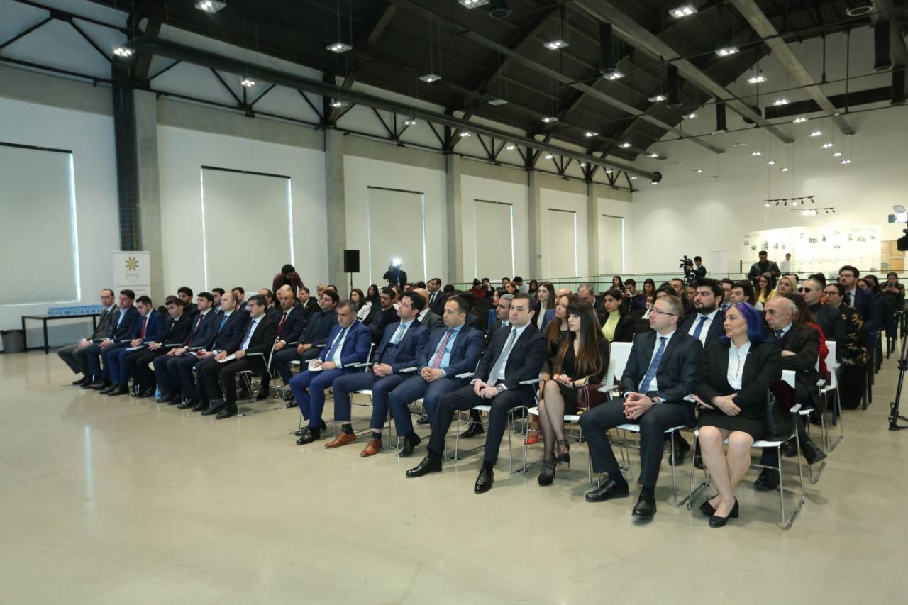 В Баку прошел форум по развитию бизнеса в сфере культуры и искусства
