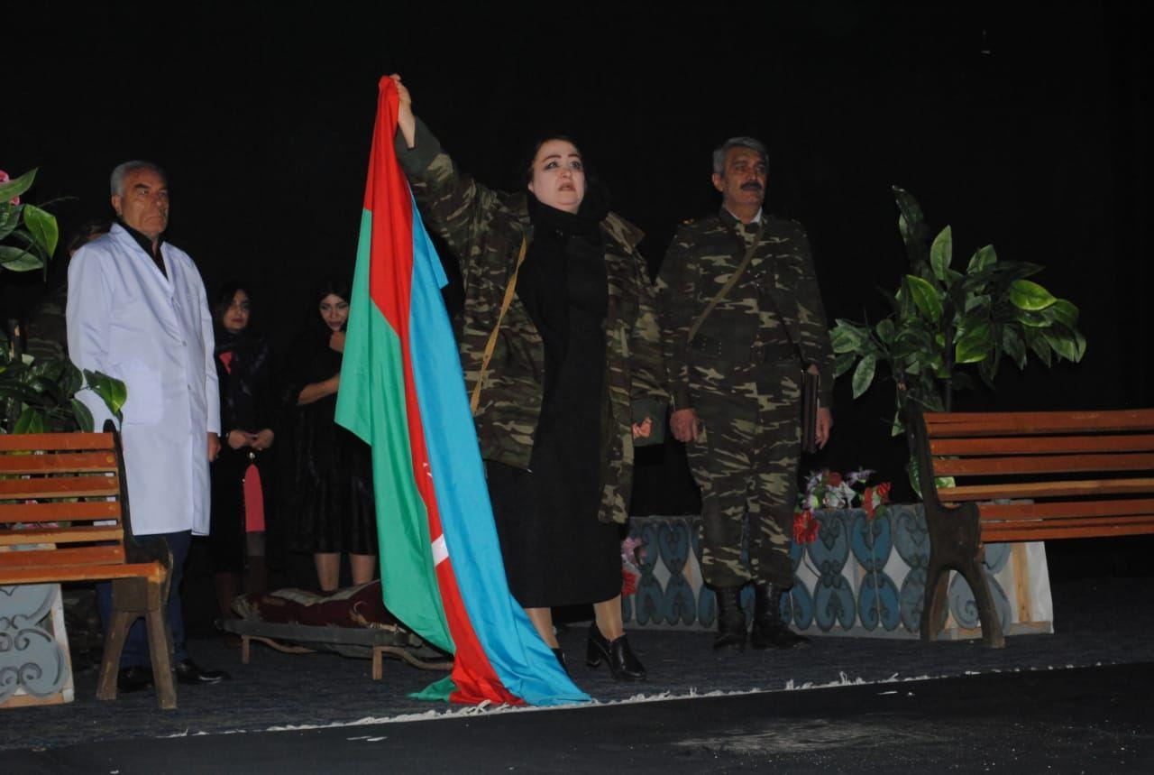 """В Сумгайыте состоялся показ постановки """"Vicdanın hökmü"""", посвященный 28-й годовщине Ходжалинского геноцида"""