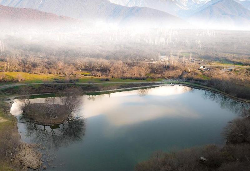 Живописное Утиное озеро в Шеки