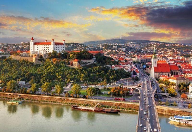 Словакия вышлет трех сотрудников российского посольства