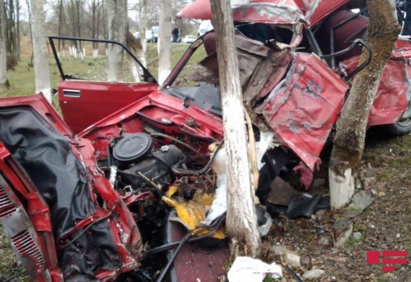 В Исмаиллы столкнулись грузовик и легковой автомобиль, есть погибшие
