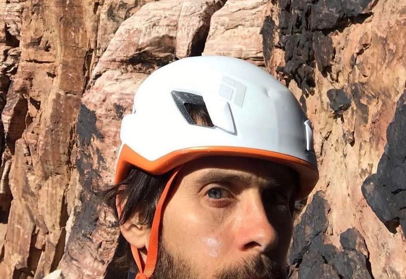 Джаред Лето поднялся на скалу и едва не погиб