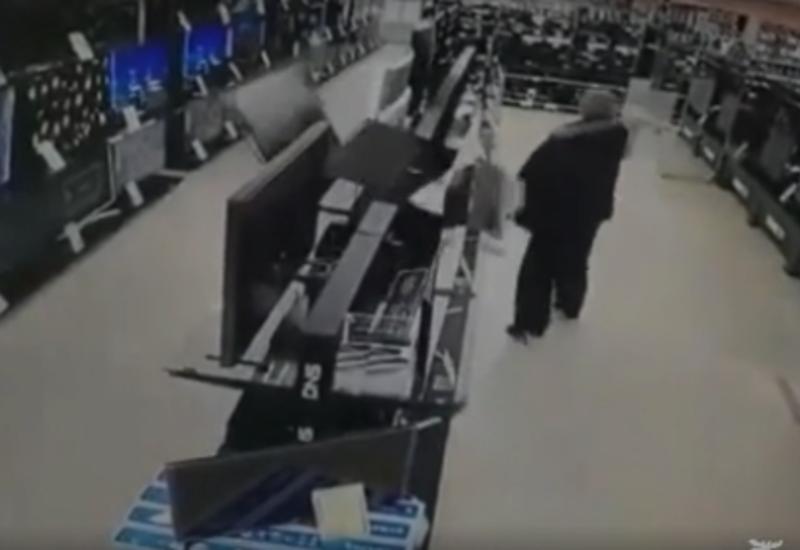 Мужчина разбил более десяти телевизоров в магазине