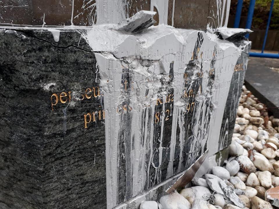 В Бельгии возбуждено уголовное дело по факту осквернения памятника Хуршидбану Натаван