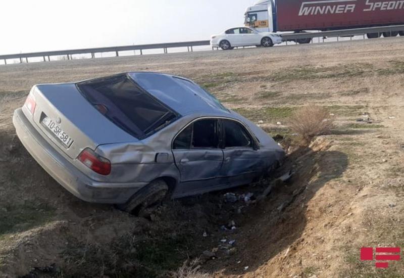 В Гаджигабуле перевернулся автомобиль, есть пострадавшие