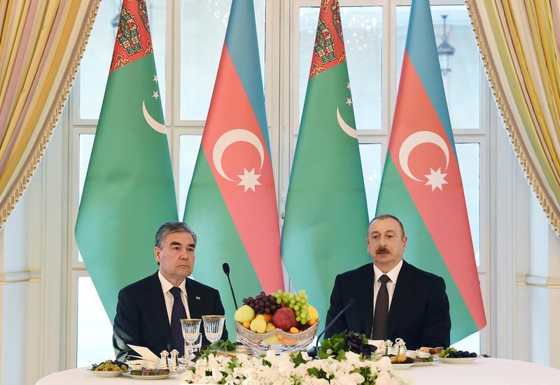 От имени Президента Ильхама Алиева был дан официальный прием в честь Президента Туркменистана Гурбангулу Бердымухамедова