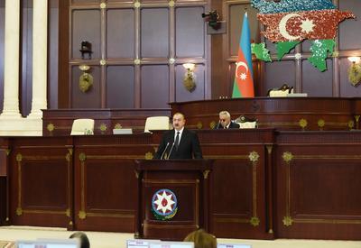 Президент Ильхам Алиев укрепляет роль партий в политической жизни страны