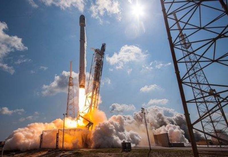 SpaceX запустила ракету-носитель со спутниками Starlink