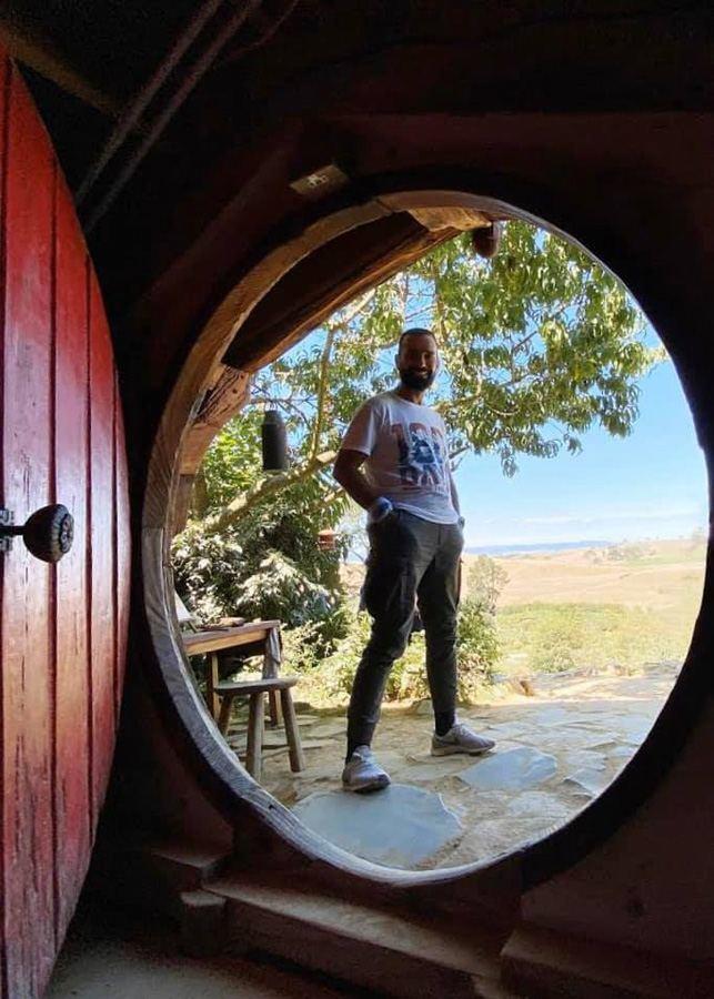 180-дневное кругосветное путешествие продолжается: Фарид Новрузи побывал в деревне хоббитов