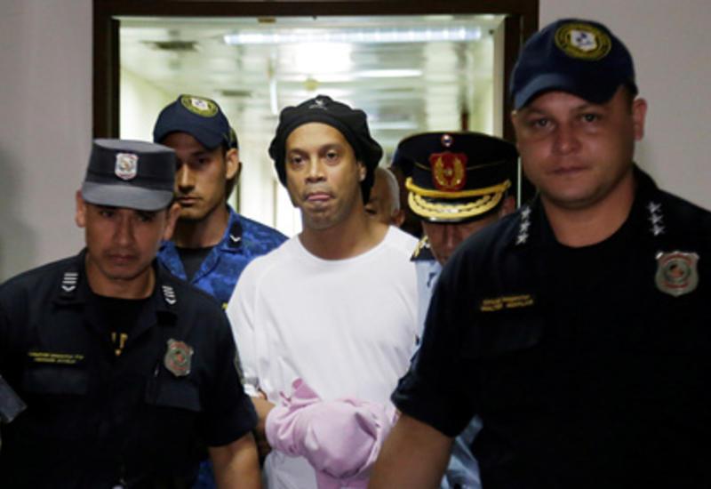 Месси отрекся от спасения попавшего в тюрьму Роналдиньо