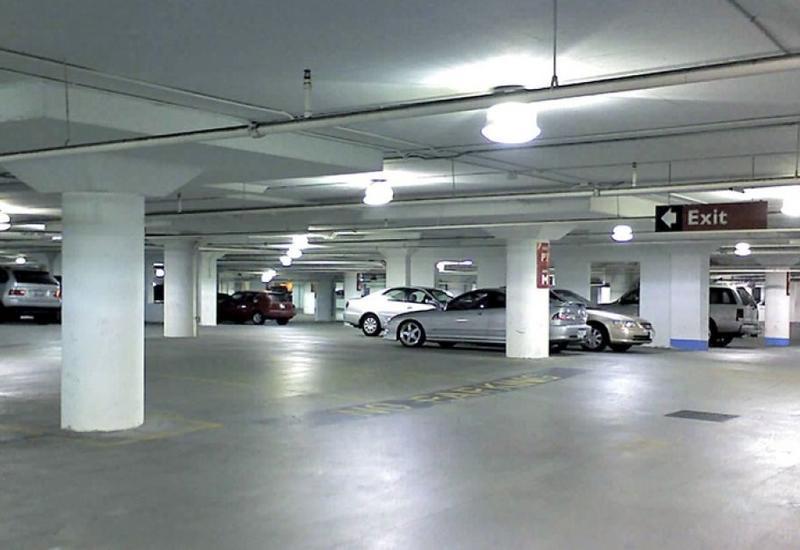 В Баку дезинфицируют подземные гаражи