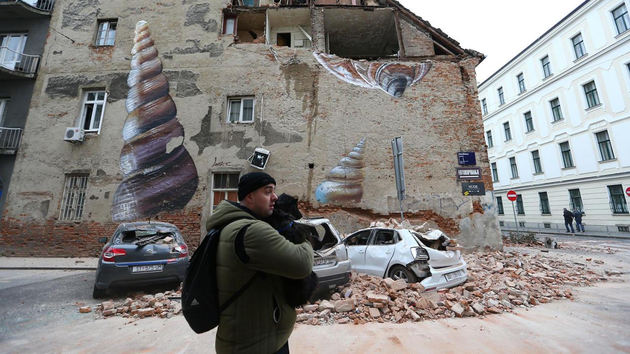 Последствия сильного землетрясения в Хорватии