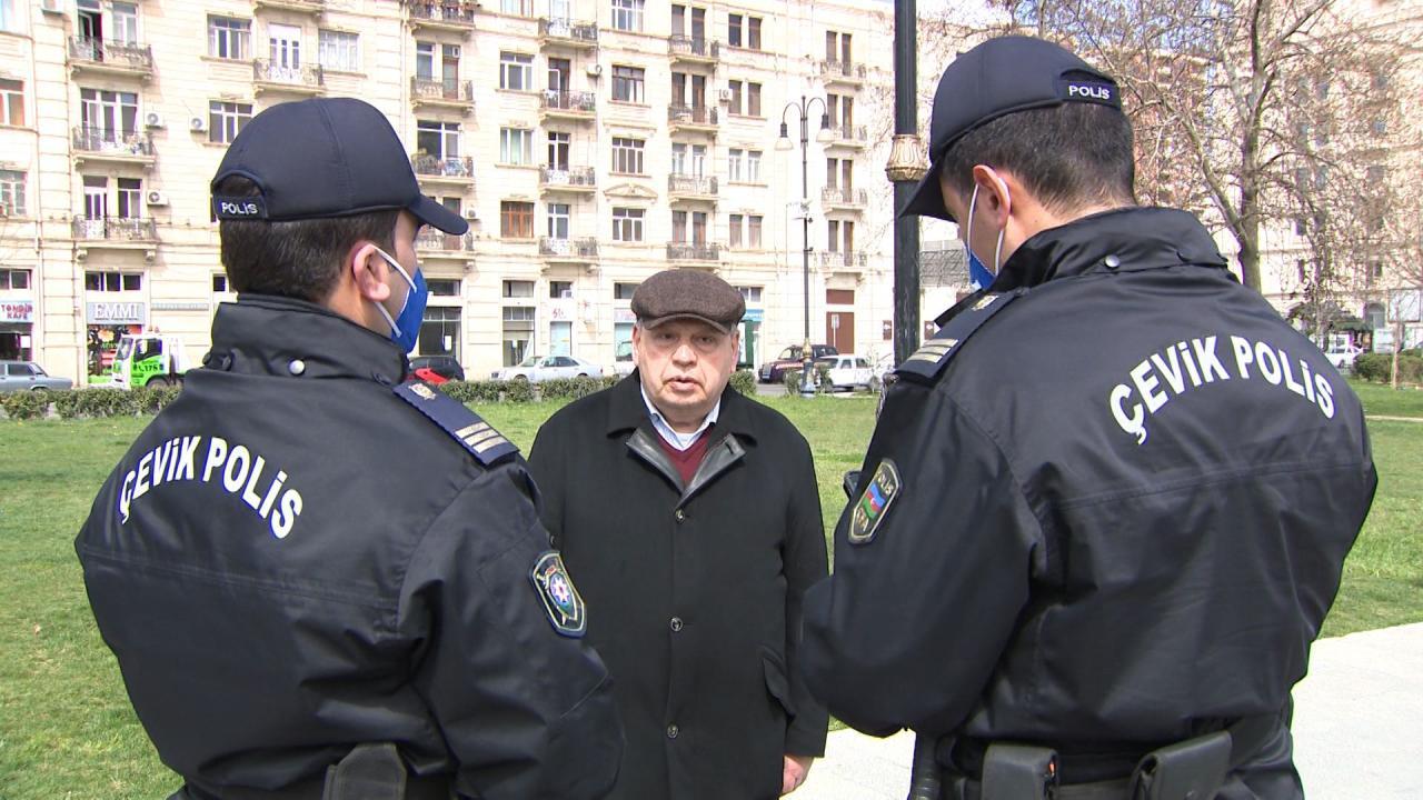 Сотрудники полиции Азербайджана предупредили лиц старше 65 лет, нарушающих карантин