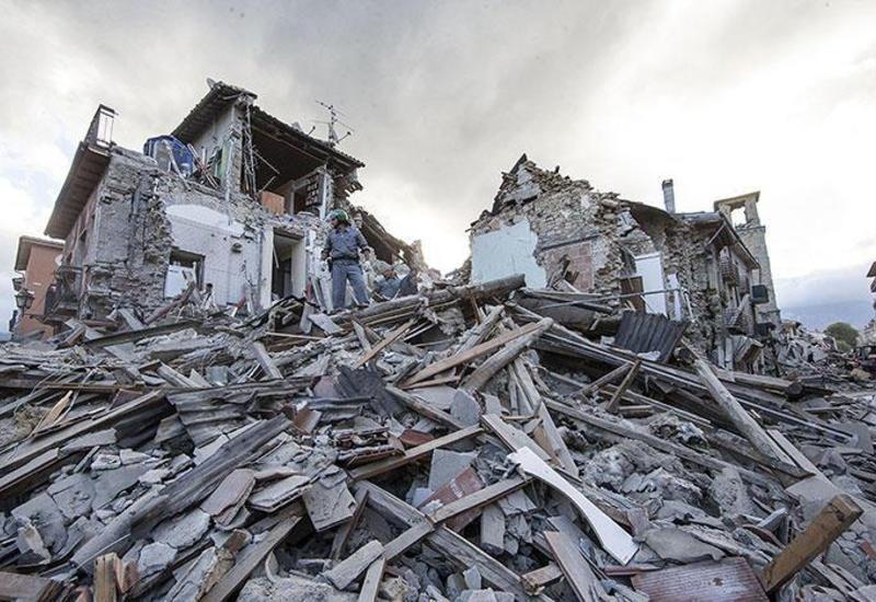 Момент мощного землетрясения в России попал на камеры