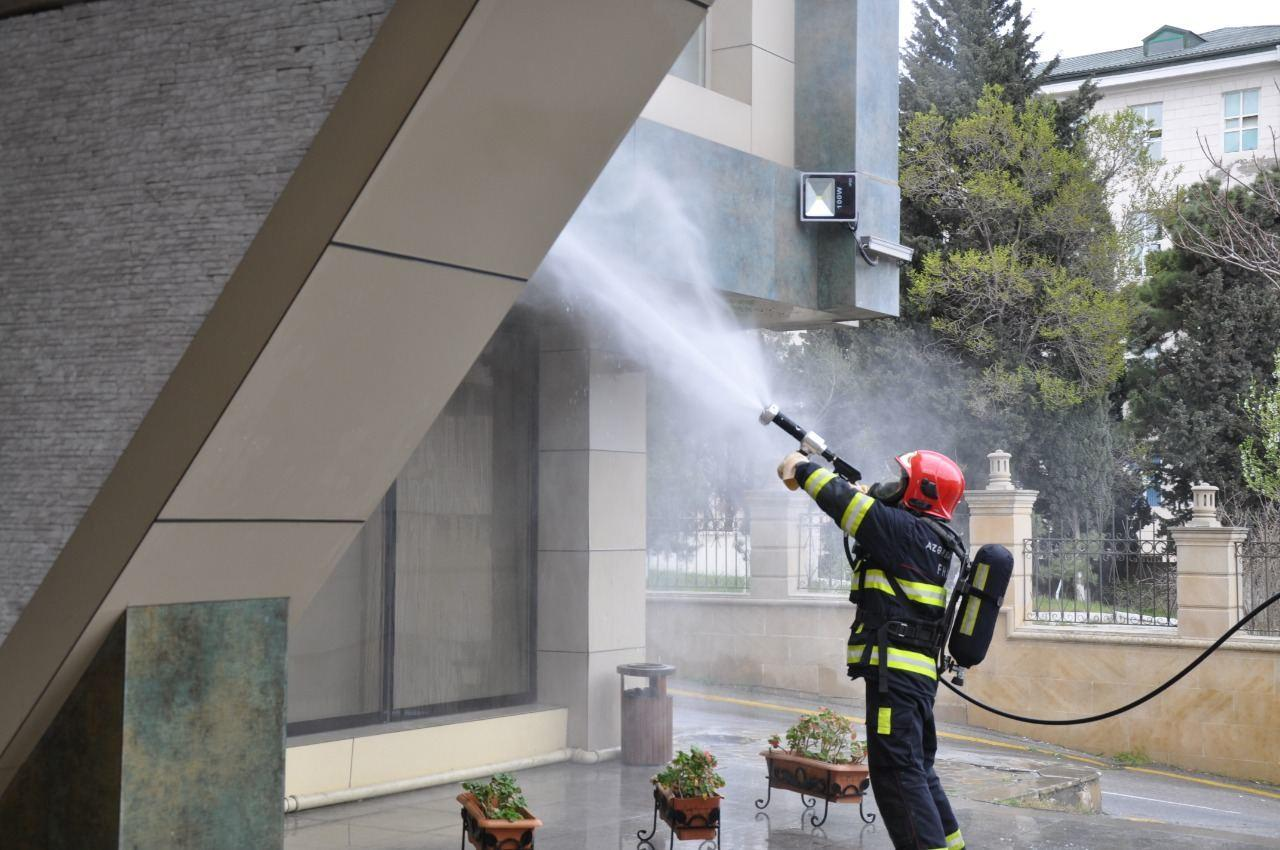 МЧС проводит дезинфекцию в различных регионах Баку