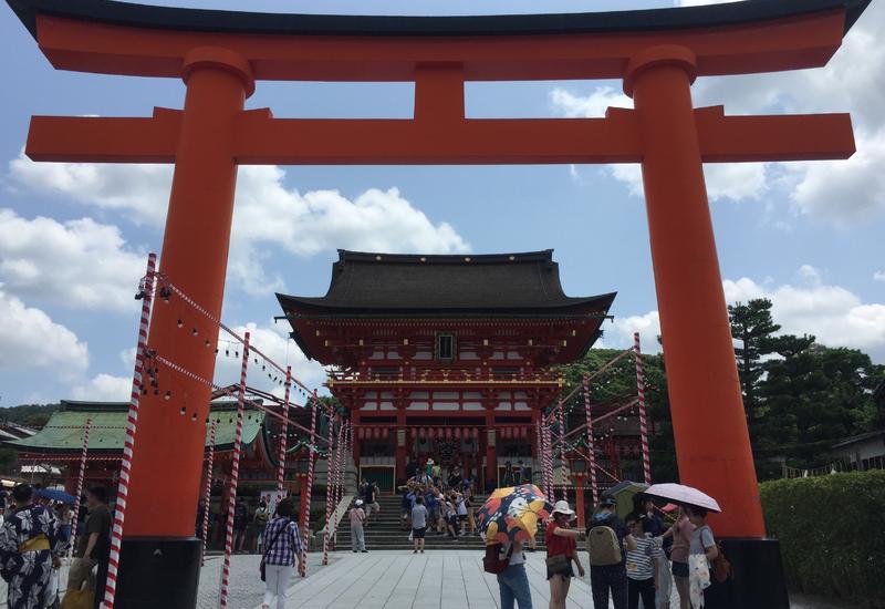 Власти Японии сообщили, что страна находится на грани введения режима ЧС