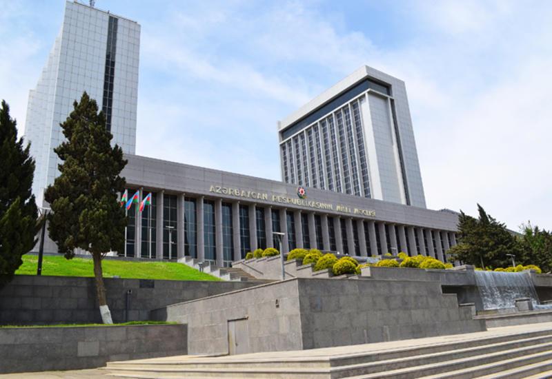 Парламент Азербайджана утвердил изменение в закон о Градостроительном и строительном кодексе