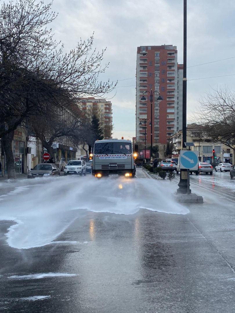 Улицы Баку продезинфицировали новым моющим средством
