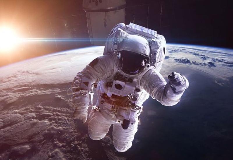 Космонавтам запретили рукопожатия и объятия