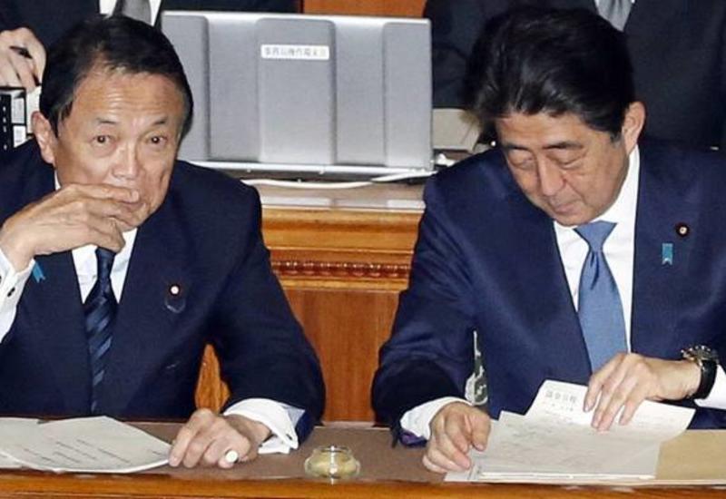 Премьер и вице-премьер Японии не будут вместе участвовать в совещаниях из-за коронавируса
