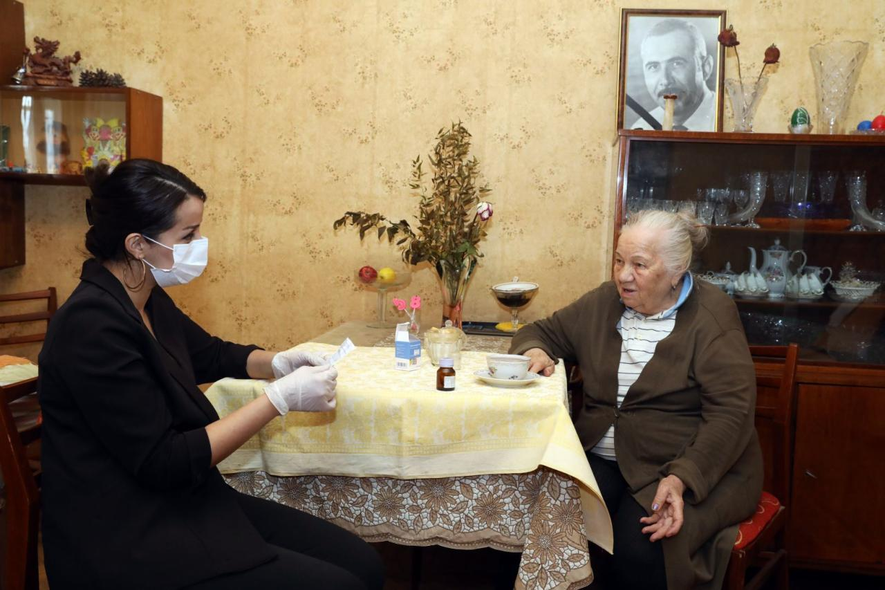 В Азербайджане социальными услугами охвачены 11700 человек