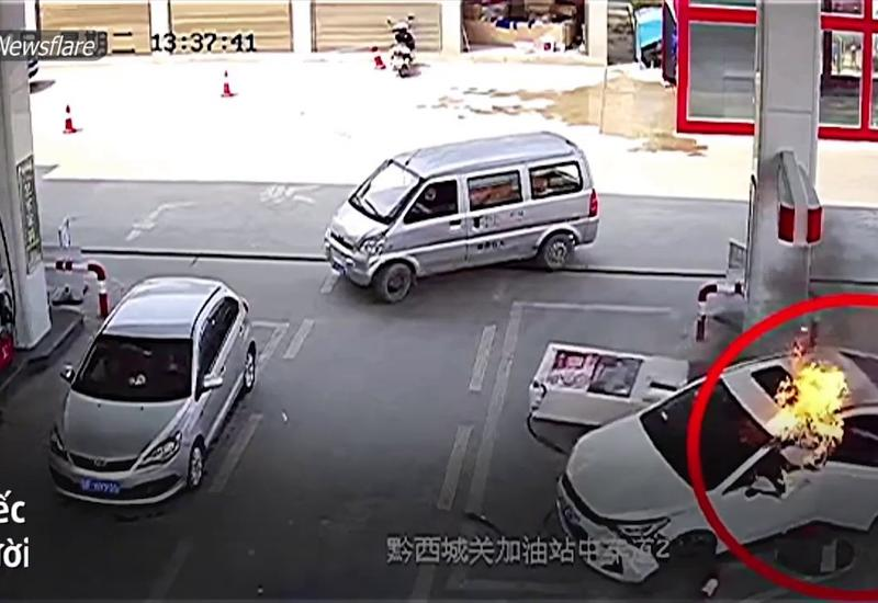 Горящий автомобиль врезался в АЗС