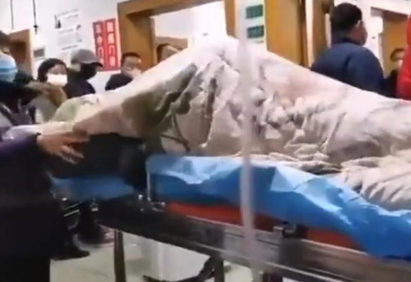 Приступ зараженного коронавирусом человека сняли на ВИДЕО