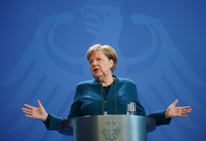 Меркель вернулась на свое рабочее место после домашнего карантина
