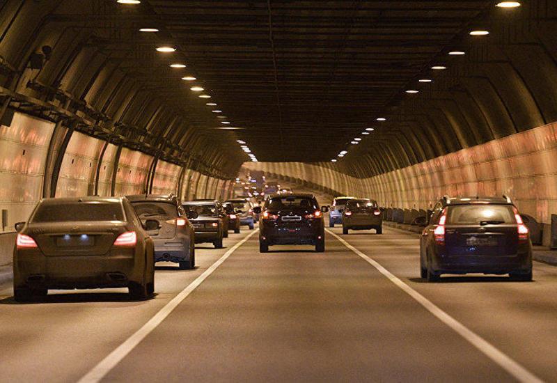 Гражданам Азербайджана с разрешением запрещено перевозить на личных автомобилях пассажиров