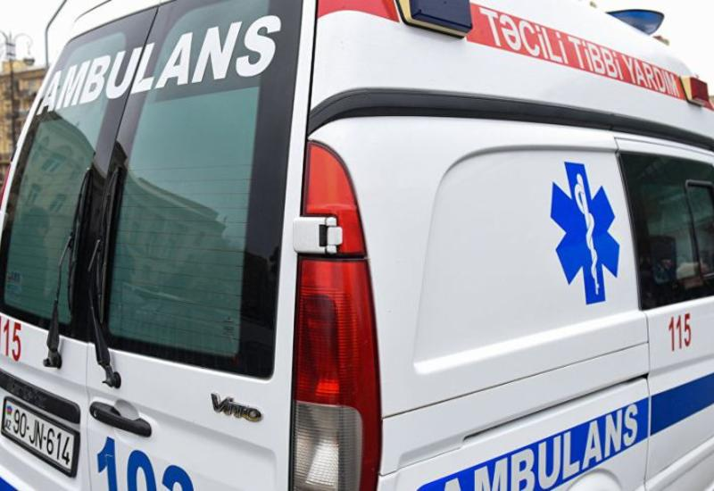 Во время пожара в Баку женщина бросилась с балкона  и разбилась