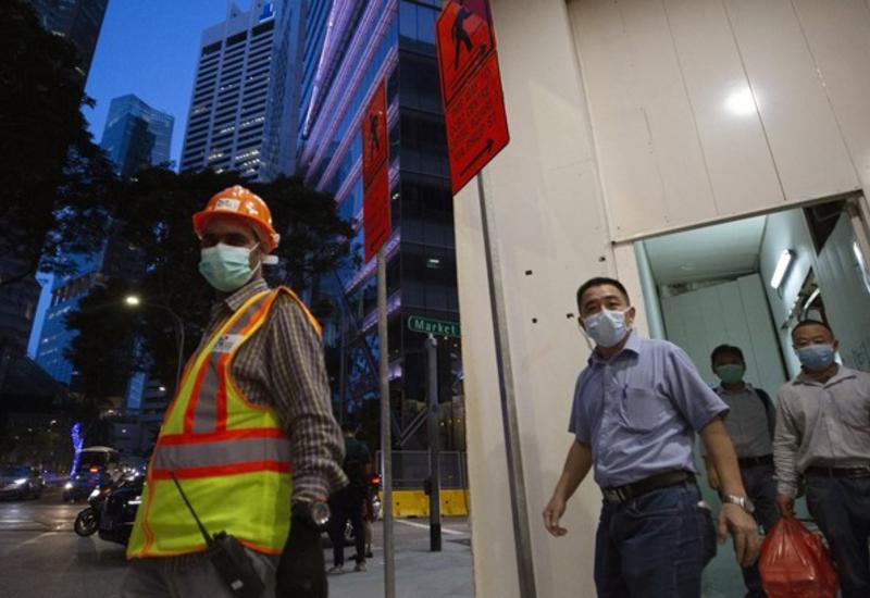 Власти Сингапура заперли на карантин в общежитиях 20 тысяч рабочих