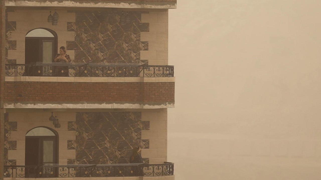 Египет во власти песчаной бури и коронавируса